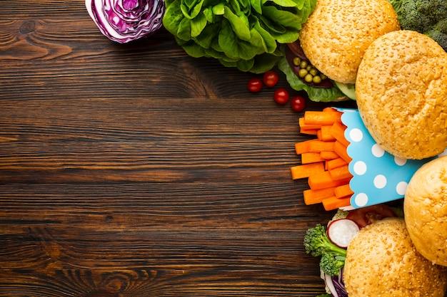Vista superior vegan fast-food arranjo com espaço de cópia Foto gratuita