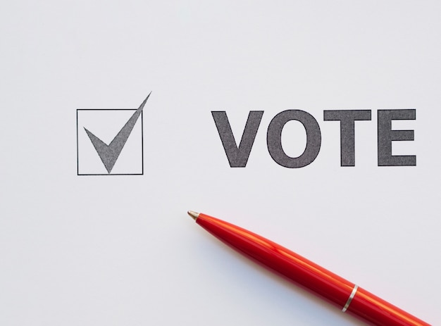 Vista superior, votando, caixa verificada, close-up Foto Premium