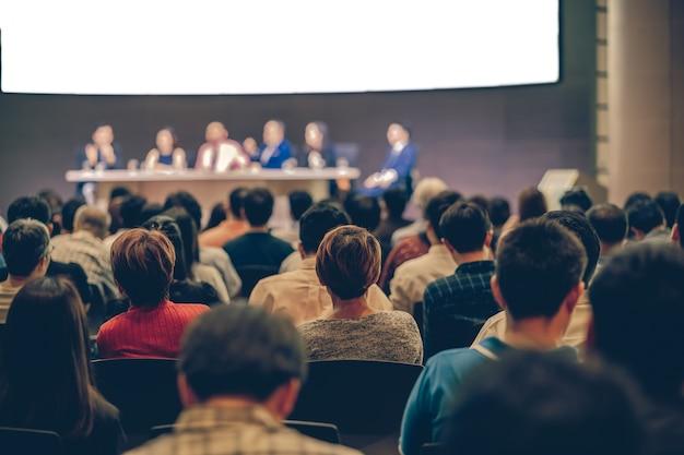 Vista traseira, de, audiência, em, a, corredor conferência, ou, seminário, reunião Foto Premium