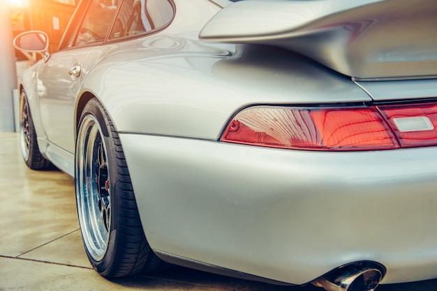 Vista traseira de um carro Foto Premium