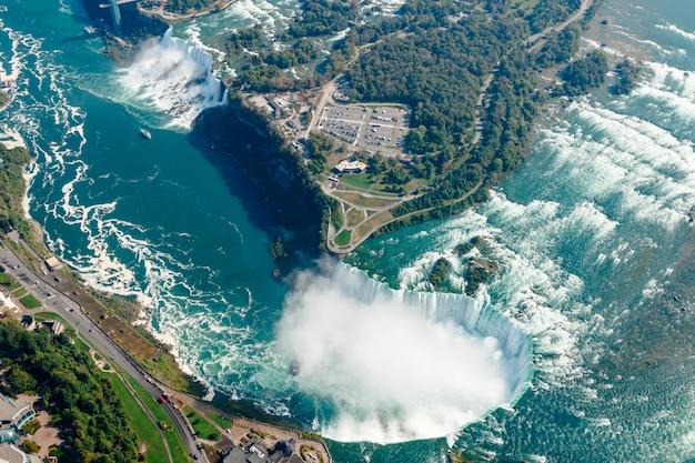 Vistas aéreas fantásticas das cataratas do niágara, ontário, canadá Foto Premium