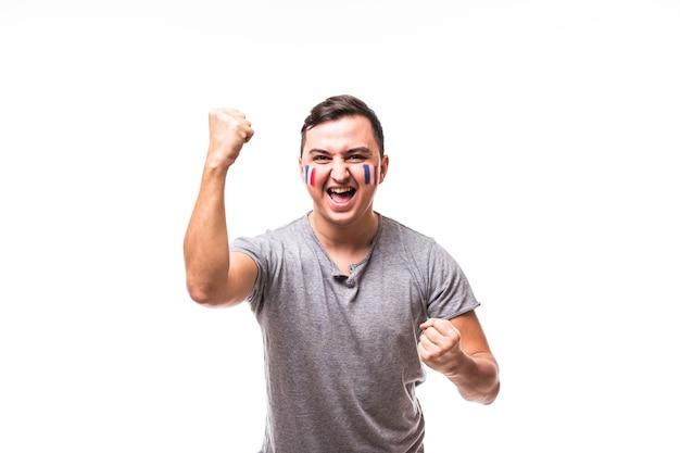 Vitória da frança. vitória, felicidade e emoções de grito de golo do fã de futebol da frança no apoio ao jogo da seleção francesa em fundo branco. conceito de fãs de futebol. Foto gratuita