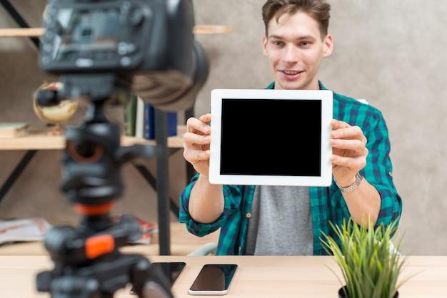 Vlogger de tecnologia Foto gratuita