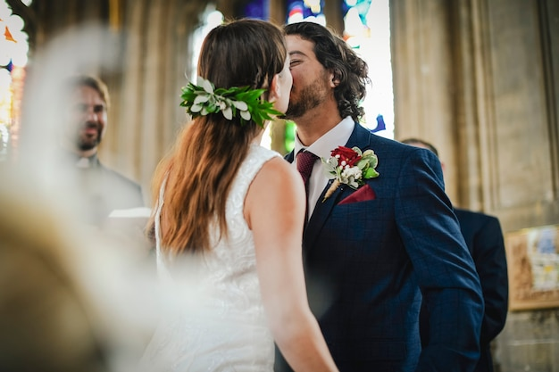 Você pode beijar a noiva Foto Premium