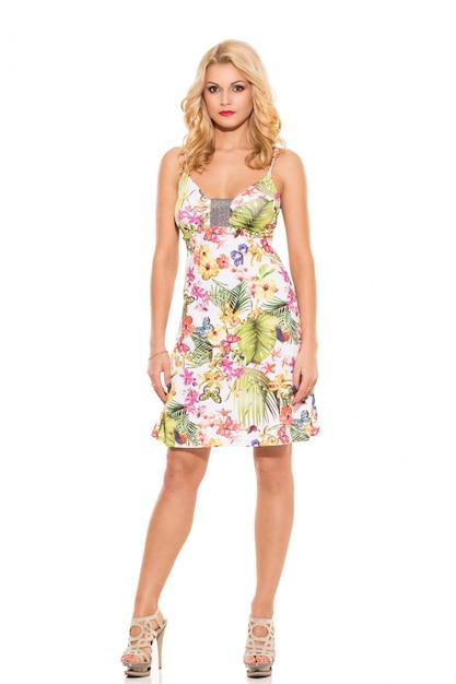 Voga. loira linda no vestido bonito Foto gratuita