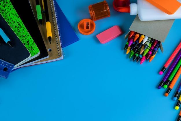 Volta ao conceito de escola, coisas de estudante para a escola Foto Premium