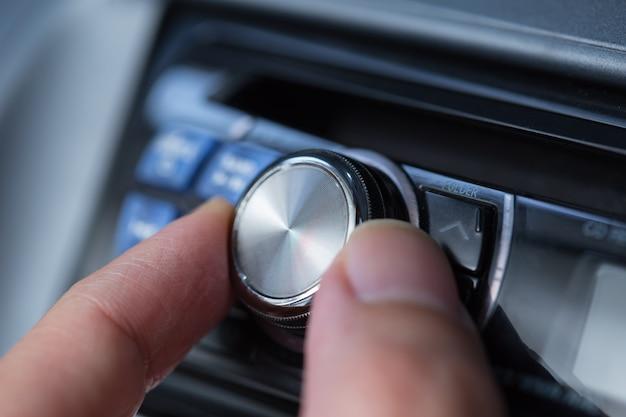 Volume de áudio do carro. Foto Premium