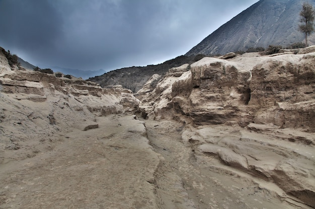 Vulcão bromo na ilha de java, indonésia Foto Premium