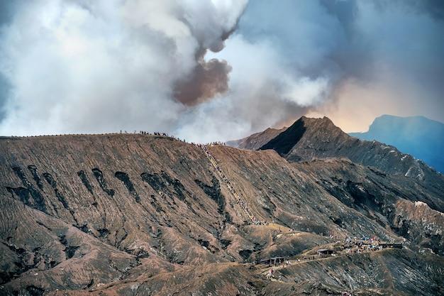 Vulcão monte bromo no parque nacional bromo tengger semeru, java oriental, indonésia Foto gratuita