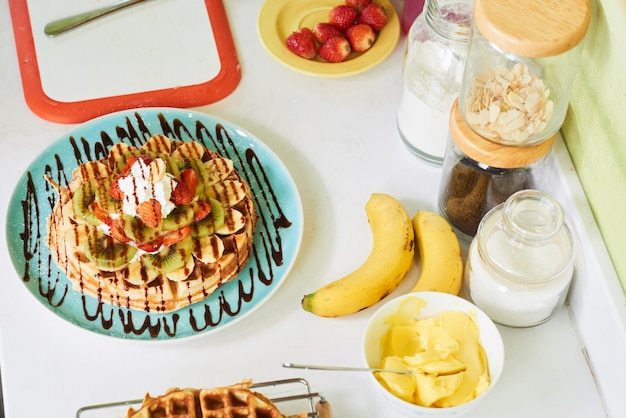 Waffle pronto para servir Foto gratuita