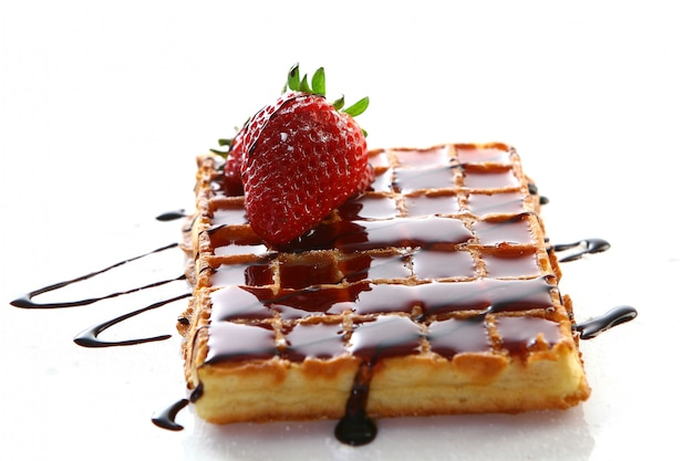 Waffles com morango Foto gratuita