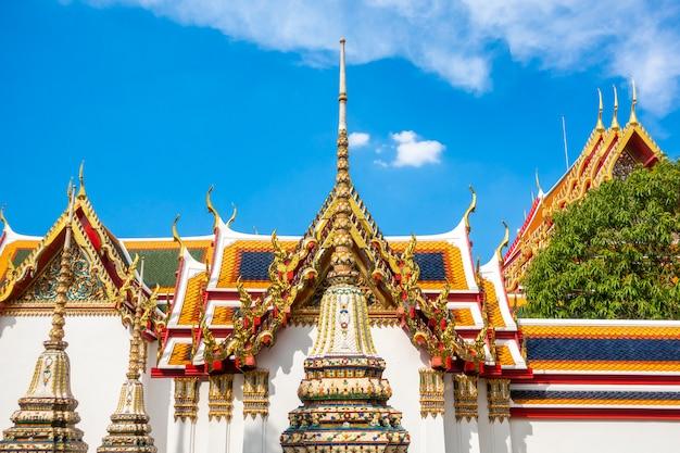 Wat pho é o templo mais famoso da tailândia para turistas em bangkok, tailândia Foto Premium