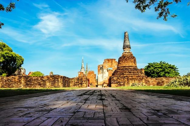 Wat phra si sanphet é uma atração turística popular em ayutthaya tailândia. Foto Premium