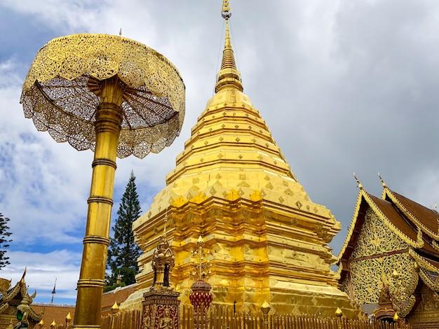 Wat phra that doi suthep é um templo budista e atração turística em chiang mai, tailândia Foto Premium