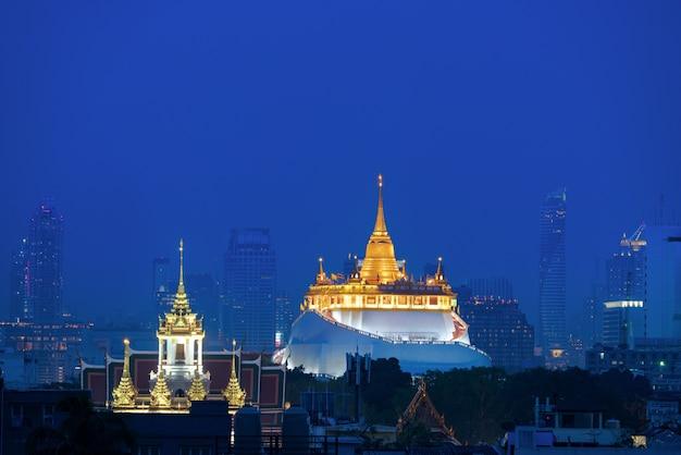 Wat saket ratcha wora maha wihan no distrito de pom prap sattru phai, banguecoque, tailândia. Foto Premium