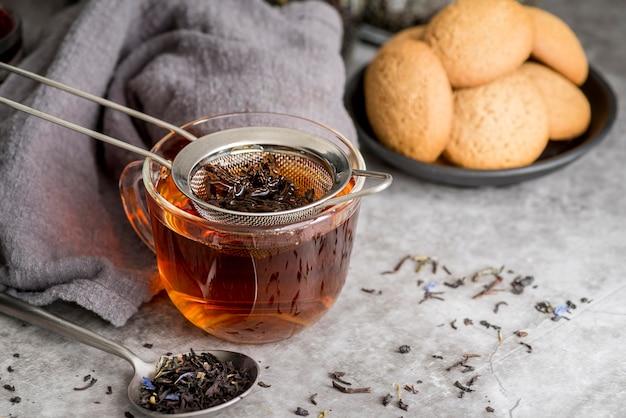 Xícara com chá aromático Foto Premium