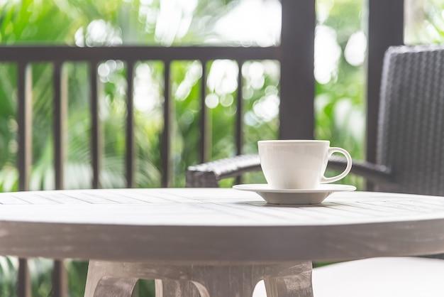Xícara de café ao ar livre Foto gratuita