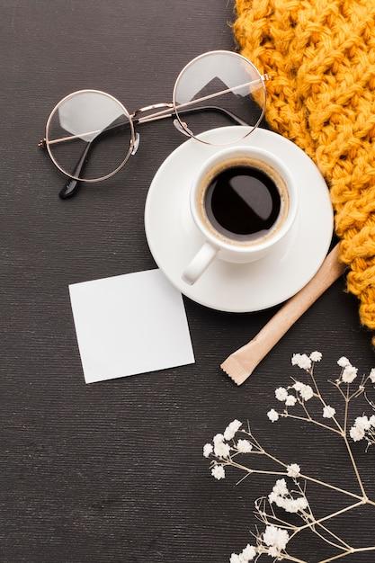 Xícara de café com copos Foto gratuita