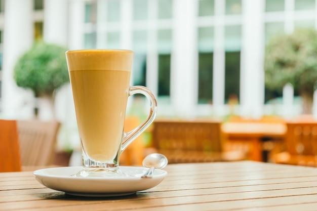 Xícara de café com leite quente Foto gratuita