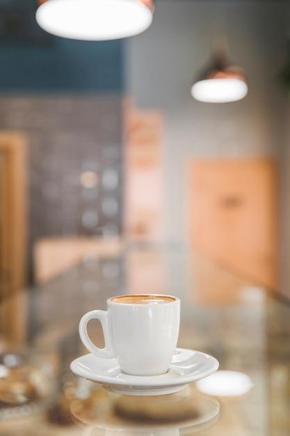 Xícara de café em desfocar o fundo Foto gratuita
