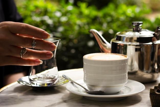 Xícara de café vista frontal Foto gratuita