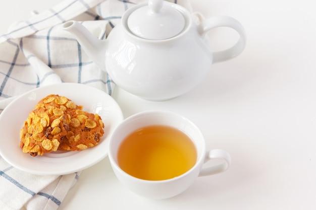 Xícara de chá com biscoitos Foto Premium