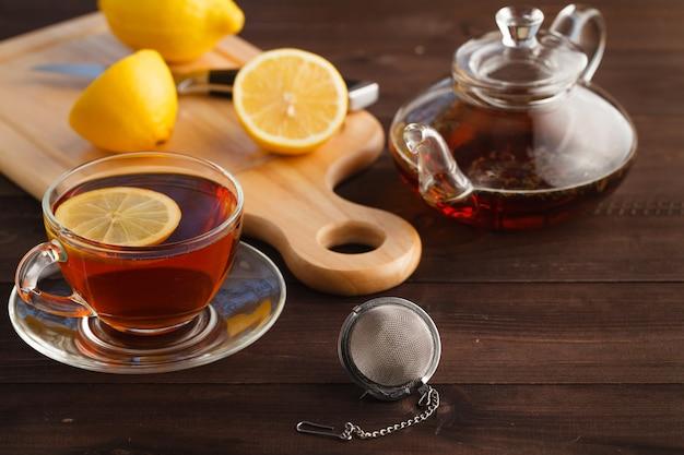 Xícara de chá com hortelã e limão Foto Premium