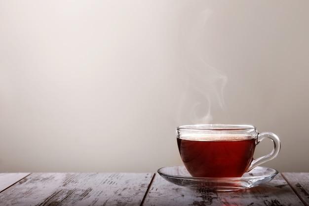 Xícara de chá na mesa Foto Premium