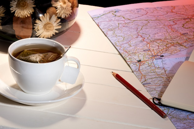 Xícara de chá no quarto Foto Premium