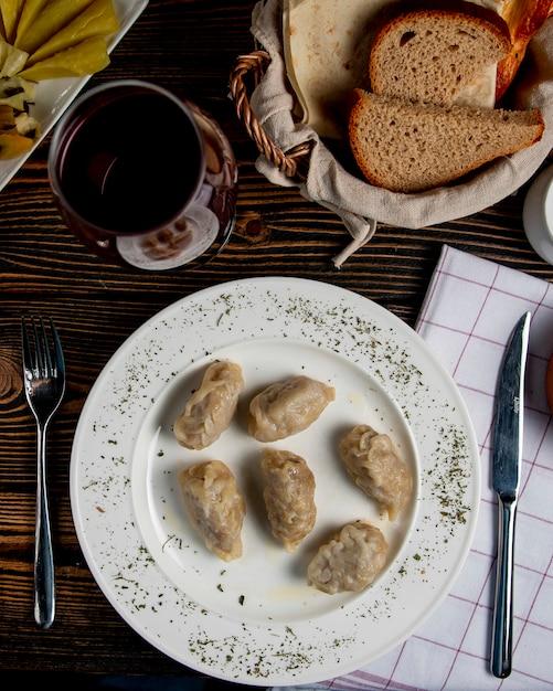 Y ° zeri gyurza nacional com carne picada frita Foto gratuita