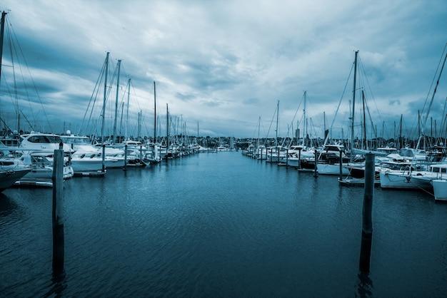 Yachts em half moon bay, auckland, nova zelândia Foto gratuita