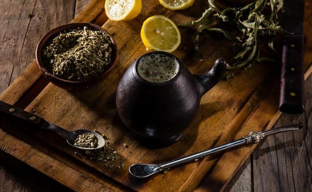Yerba mate - chá de erva de bebida quente da américa latina Foto Premium