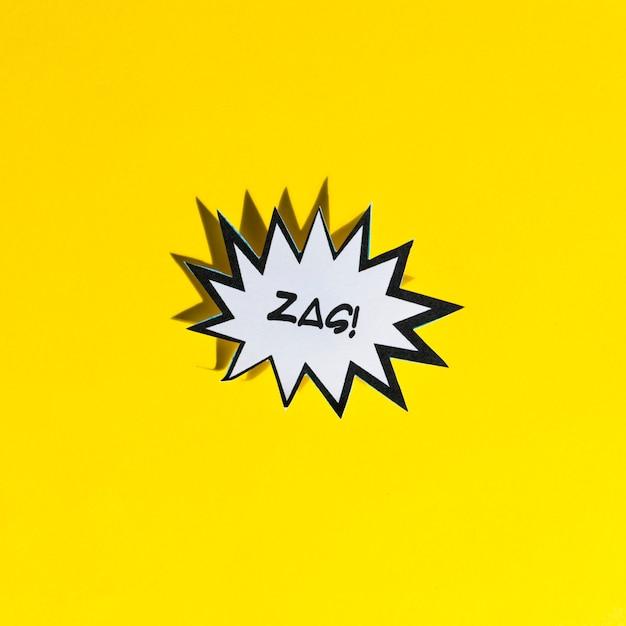 Zag! balão em quadrinhos branco com borda preta em fundo amarelo Foto gratuita