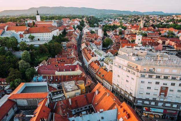Zagreb croácia. vista aérea de cima da praça ban jelacic Foto gratuita