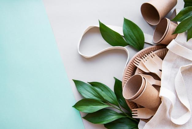 Zero conceito de desperdício, talheres de papel Foto Premium