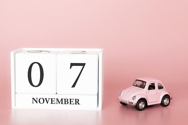 07. november. tag 7 des monats. kalenderwürfel mit auto Premium Fotos