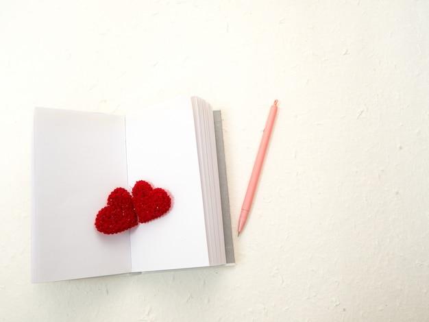 14 valentinstag rote herzen Premium Fotos
