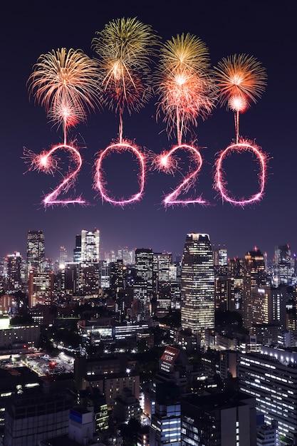 2020 guten rutsch ins neue jahr-feuerwerke über tokyo-stadtbild nachts, japan Premium Fotos