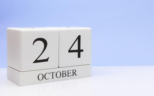 24. oktober tag 24 des monats, täglicher kalender auf weißer tabelle Premium Fotos