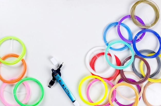 3dpen und bunten regenbogen kunststoff pla Premium Fotos