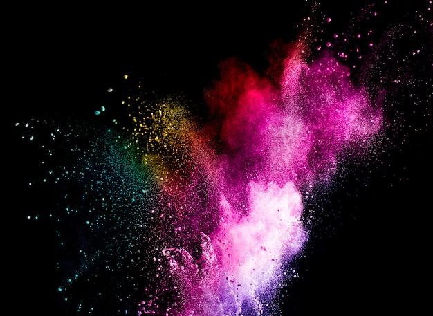 Abstrakte pulverfarbexplosion lokalisiert auf schwarzem hintergrund. Premium Fotos