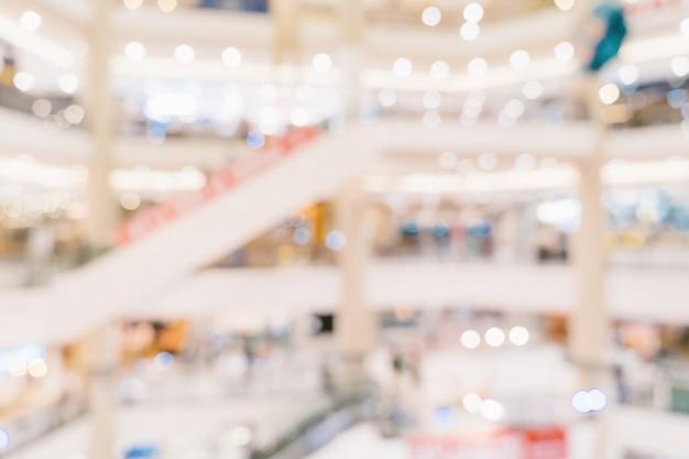 Abstrakte unschärfehintergrund-mengenleute im einkaufszentrum für hintergrund, weinlese getont. Premium Fotos