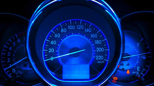 Abstrakter autogeschwindigkeitsmesser im blauen ton Premium Fotos