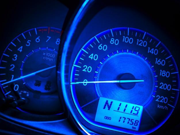 Abstrakter autotachometer im blauen ton Premium Fotos