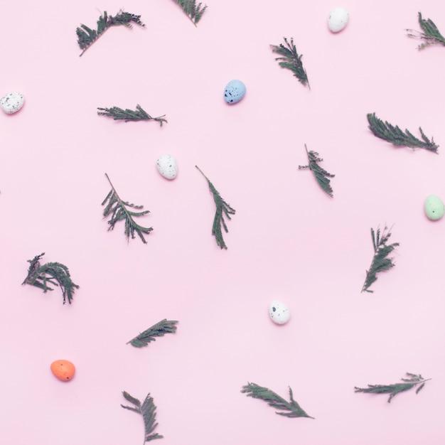 Abstrakter ostern-hintergrund, eier und zweige auf rosa hintergrund Premium Fotos