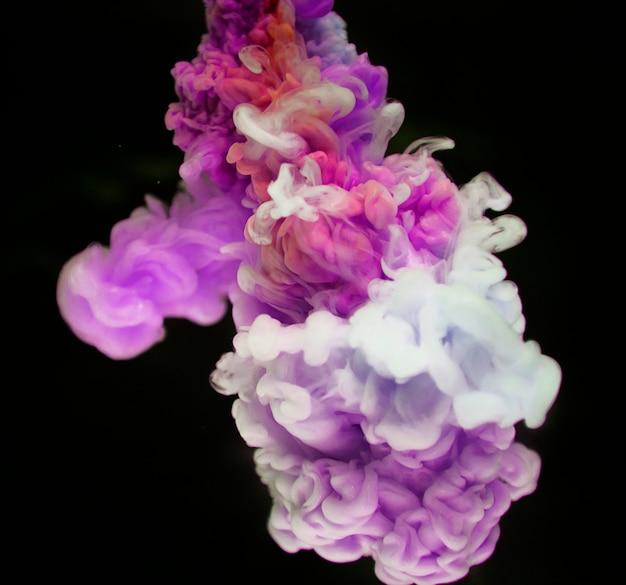 Abstrakter rosafarbener und weißer farbabfall zum wasser Kostenlose Fotos