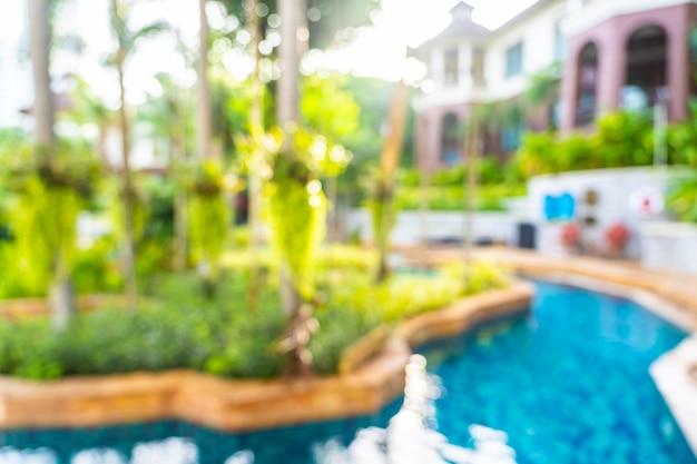 Abstrakter schöner swimmingpool der unschärfe und des defocus im freien im hotelerholungsort, unscharfer fotohintergrund Kostenlose Fotos
