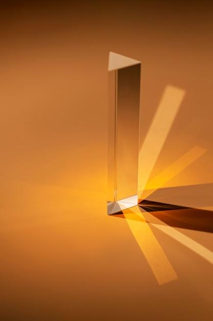 Abstraktes transparentes prisma und licht in brauntönen Kostenlose Fotos