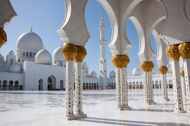 Abu dhabi uae 3. märz 2013 sheikh zayed moschee Premium Fotos