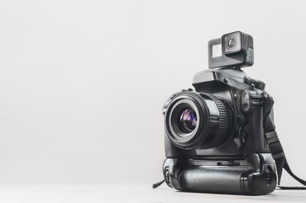 Actionkamera mit einer professionellen kamera Premium Fotos